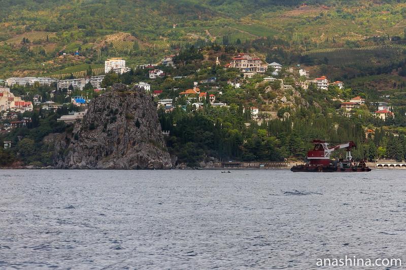 Скала Дженевез-Кая и поселок Гурзуф, Крым
