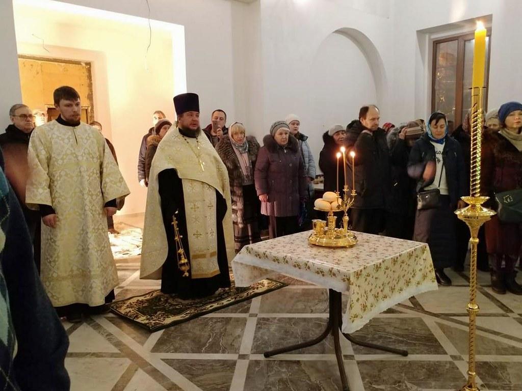 В строящемся храме святителя Димитрия Ростовского на Рязанке совершена первая Божественная литургия