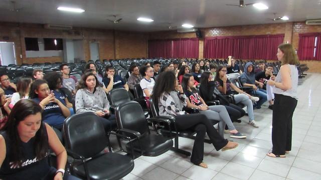 Turmas do 9º ano participam de um Café com equipe do Ensino Médio