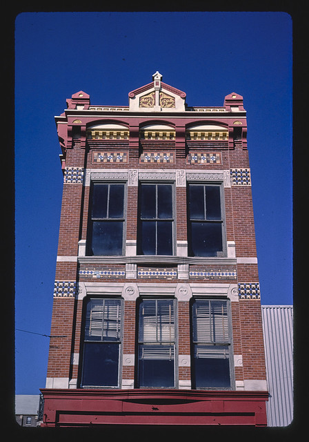 Commercial building detail, 322 Jefferson Street, Burlington, Iowa (LOC)