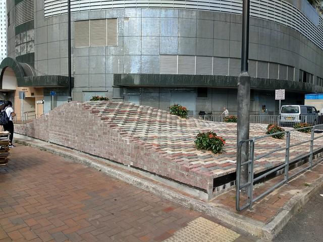 葵芳山墳公共藝術惹爭議