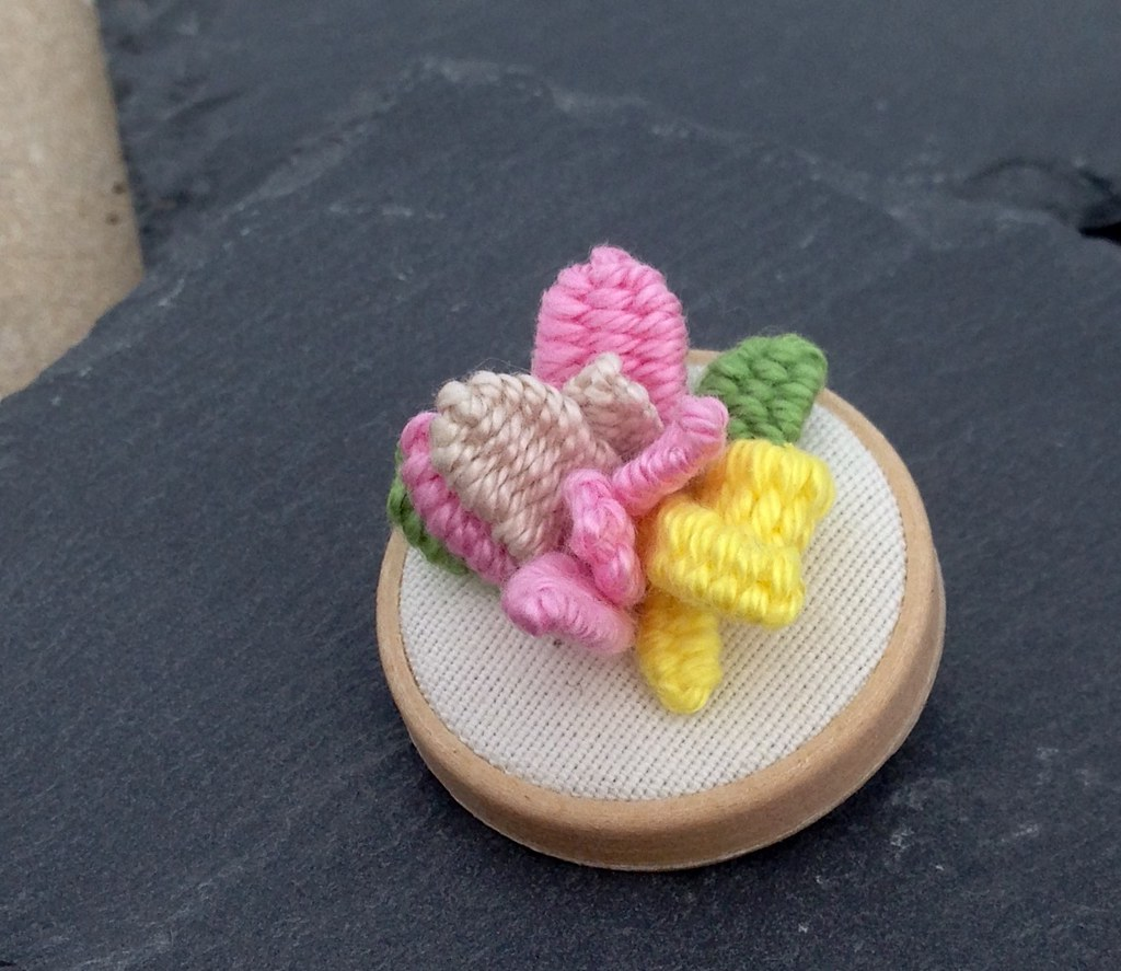 Mini broche bordado - tiny brooch