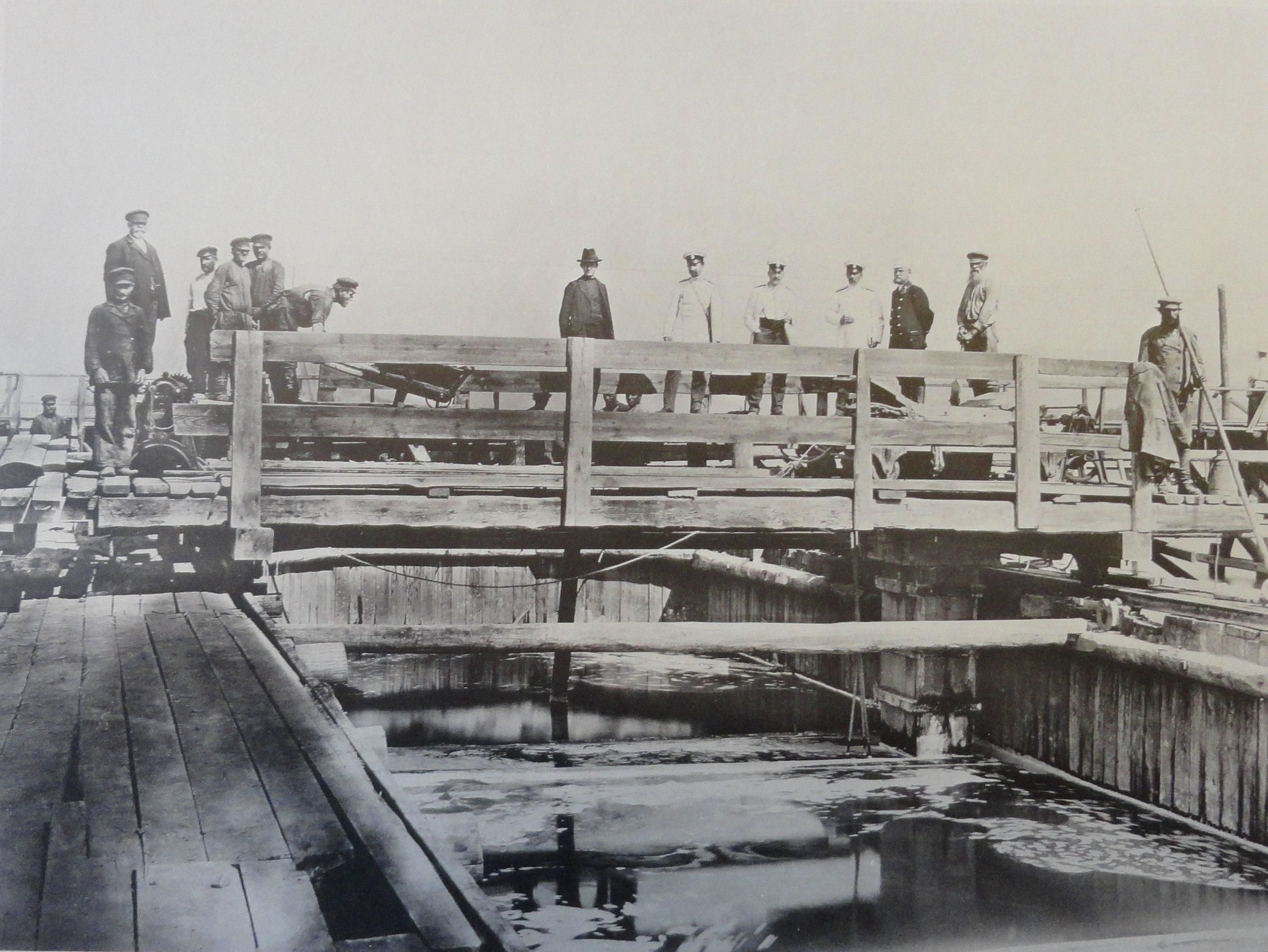 1901. Бетонирование быка дамбы. Июль