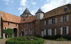 Ohlain le château la cour intérieure - Photo of Tincques