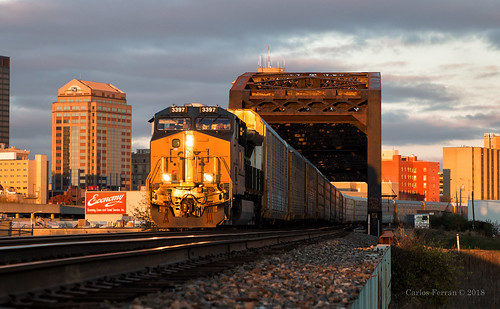 csx csxt train trains dayton ohio toledo subdivison sunset golden skyline urban city gem ge et44ah autorack x27010 buildings bridge spot winter