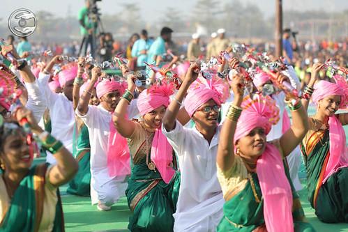 Devotees of Lasiyam seeking blessings