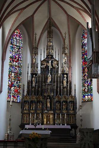 Burghausen: Altar in der katholischen Pfarrkirche St. Jakob