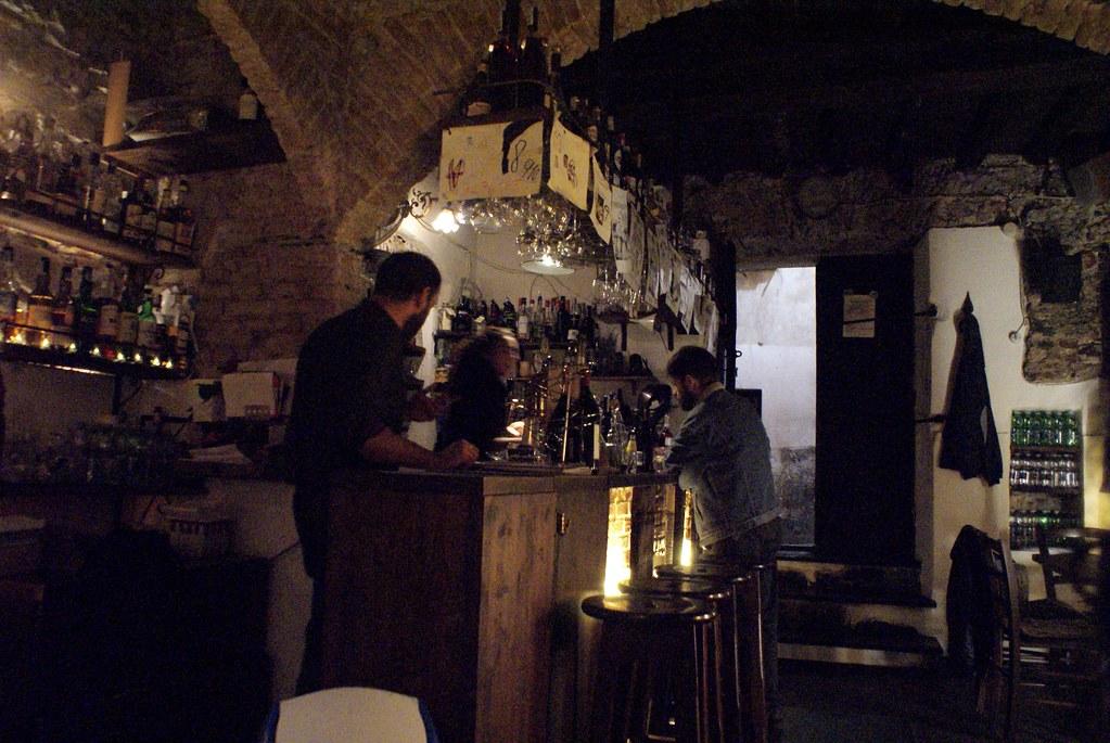 Taverna Zaccaria dans les entrailles du Vieux Gênes.