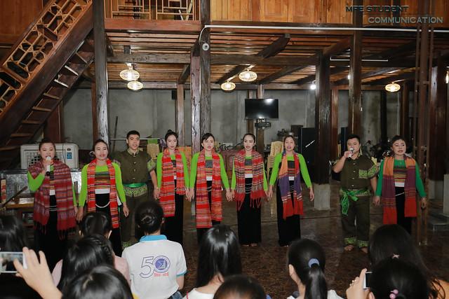B.Văn nghệ múa Thái