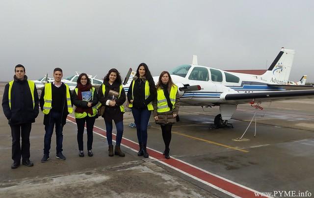 Los participantes de la iniciativa 'Auditor por un día', durante su visita a la Escuela de Pilotos Adventia.