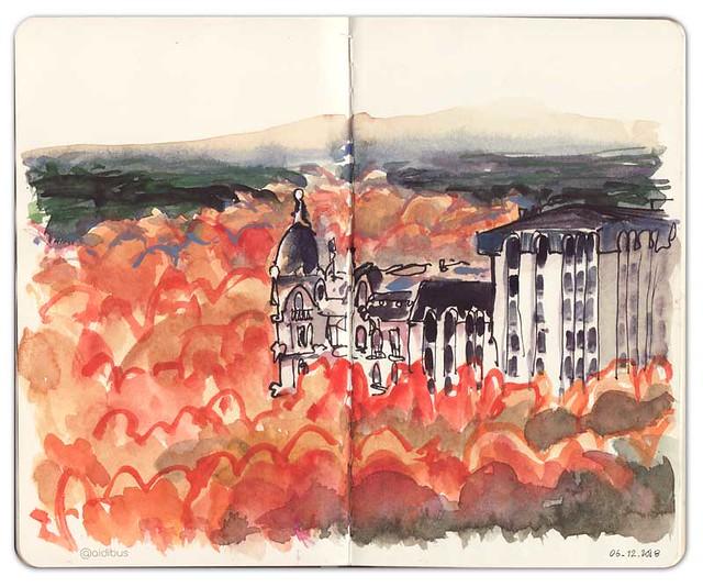 Casa Gallardo sobre nubes de otoño