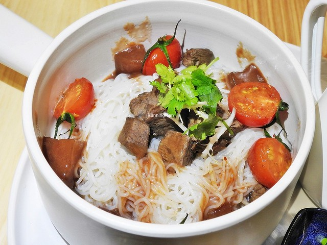 Braised Beef Cubes, Braised Daikon Radish, Rice Vermicelli, Cherry Tomato