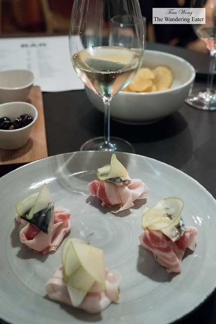 Sgombro (Pancetta with marinated mackerel and green apple) with the Radoar Etza wine