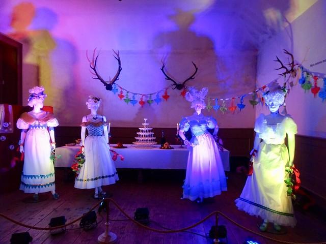 Lady Dancing at Uppark, Sony DSC-HX90V, Sony 24-720mm F3.5-6.4