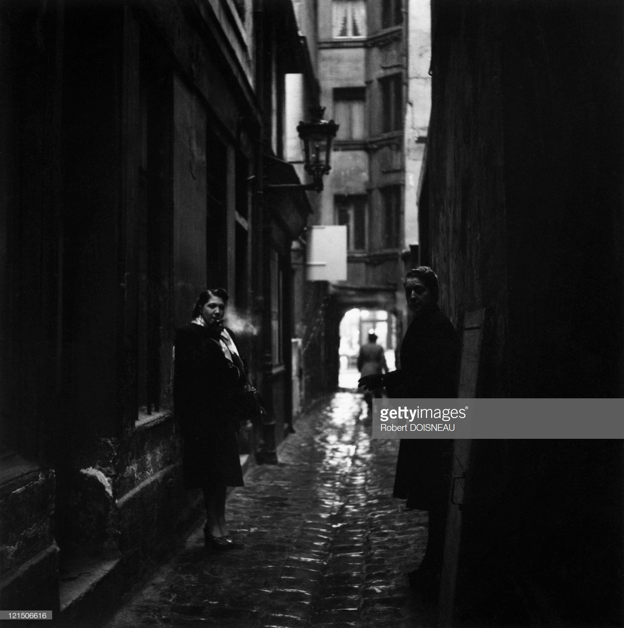 1953. Проститутки в проходе св.Троицы