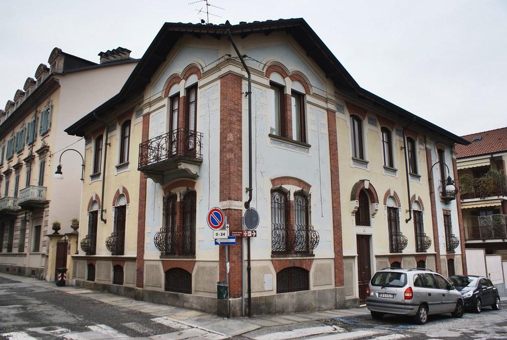 Surprenante façade dans le quartier de Borgo Po à Turin.