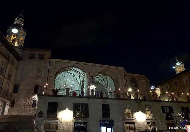 13.000 velas iluminan el Casco Viejo de Vitoria Gasteiz en la Noche de las Velas  (1)