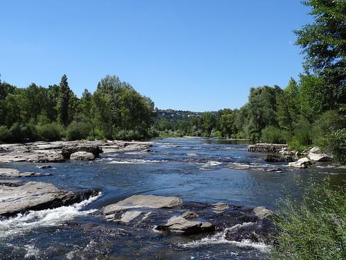 2018-08-15 - Ardèche, Rando autour de Saint-Privas (25), L'Ardèche avec Aubenas au fond