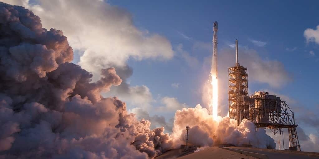 SpaceX met en orbite 64 petits satellites d'un coup