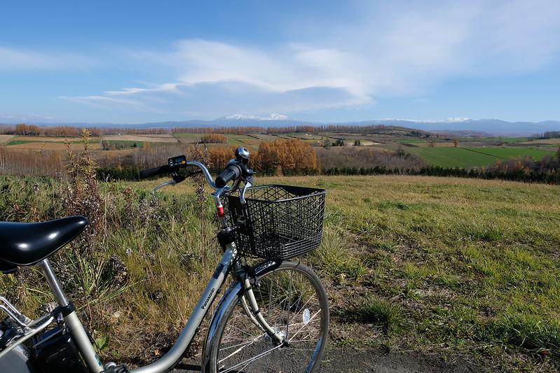 自転車と美瑛の風景