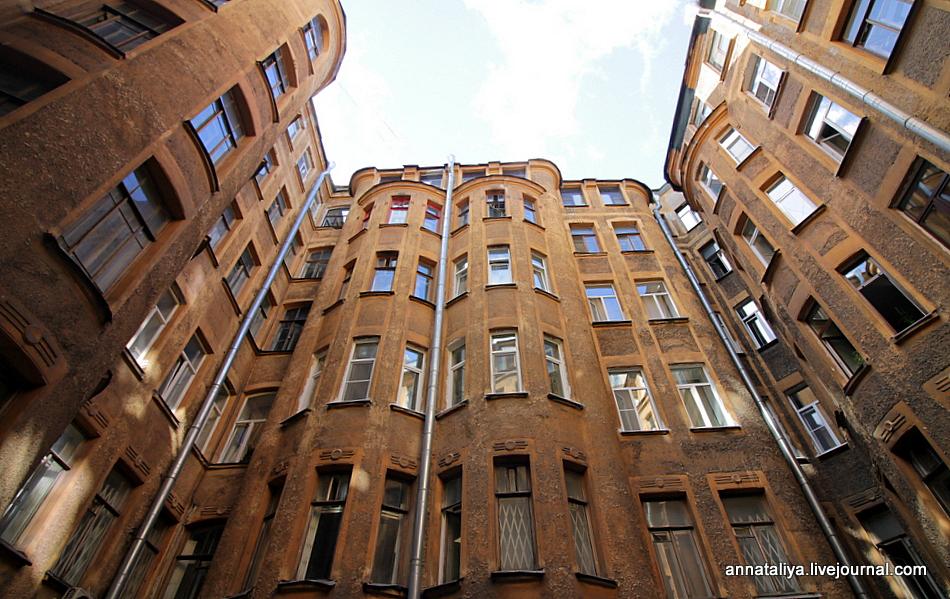 Во что превратили китайцы старинный двор в Петербурге, и не только