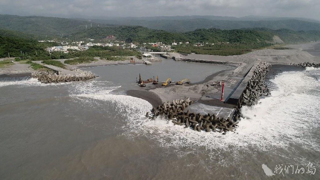 984-1-2)2018年台東大武漁港清淤現場。