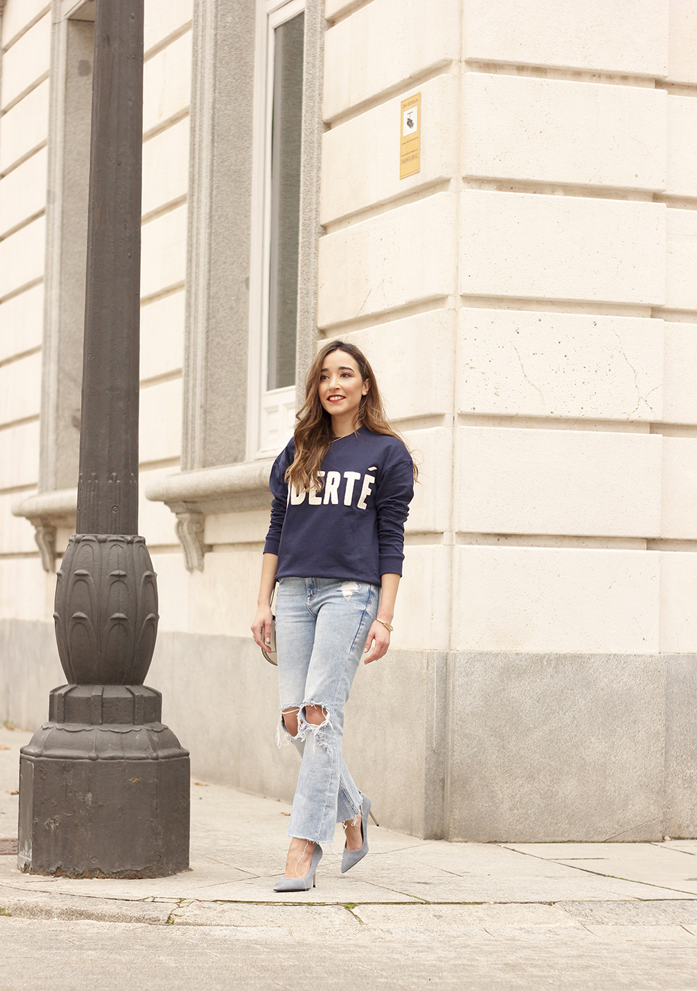 Sweatshirt ripped jeans clavin klein white bag high heels street style outfit 20191