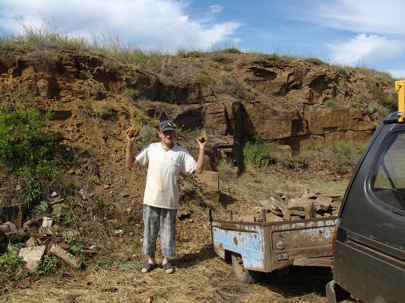 Нижняя Навадвипа 12 июня 2018 года — укладка дорог камнем и глиной