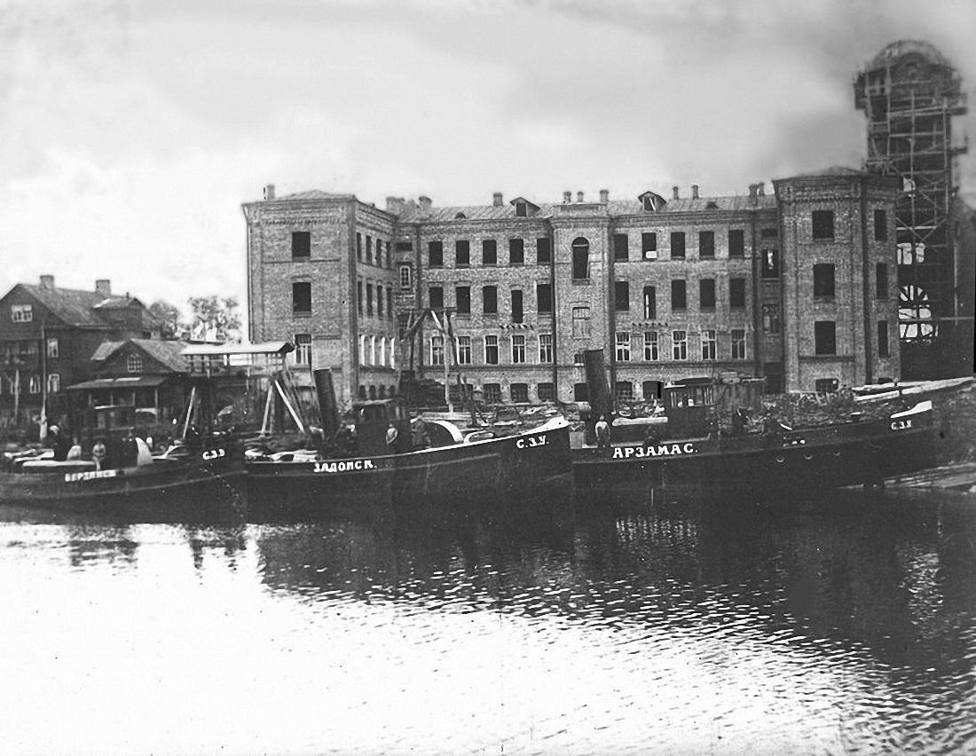 Строительство нового корпуса завода Лангензипена. 1910