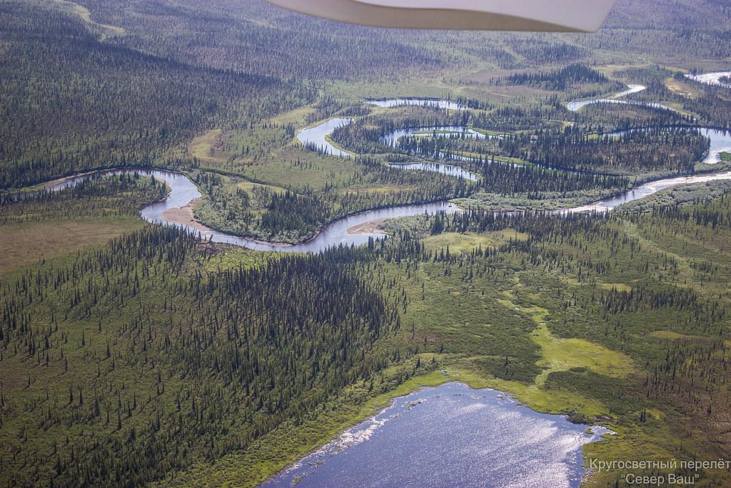 Ещё есть реки и зелень, но с каждым километром её становится всё меньше и меньше