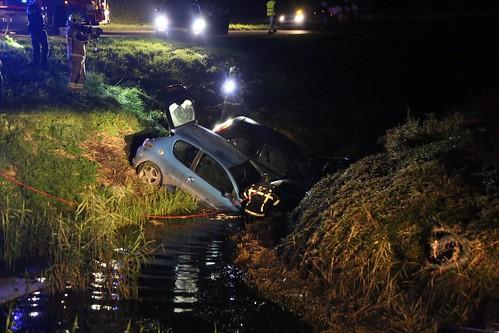 Auto's te water Oosterdijk © WEEFF