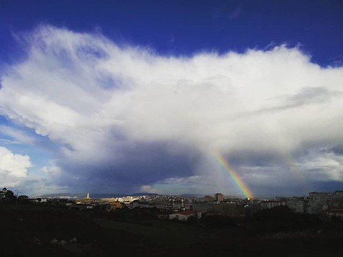 Días de chubascos, sol y arcoiris. #arcodavella #rainbow #coruña #nubes #clouds #photomobile #fotomovil