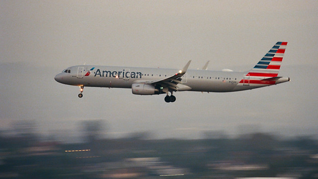 American Airlines Airbus A321 inbound from Miami