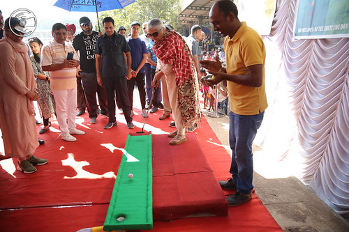 Mohini Ahuja Ji playing Indoor Golf