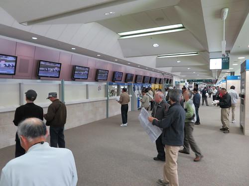 福島競馬場の4階指定席エリアの投票所