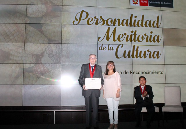 Ministerio de Cultura reconoció como Personalidad Meritoria de la Cultura al Dr. Johan Leuridan Huys, Decano de la Facultad de Ciencias de la Comunicación, Turismo y Psicología