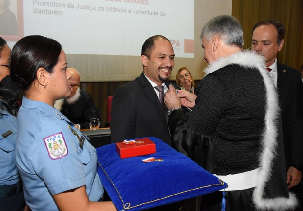 Promotores da Perfuga recebem a mais alta condecoração do MP, Rodrigo Aquino - condecoração
