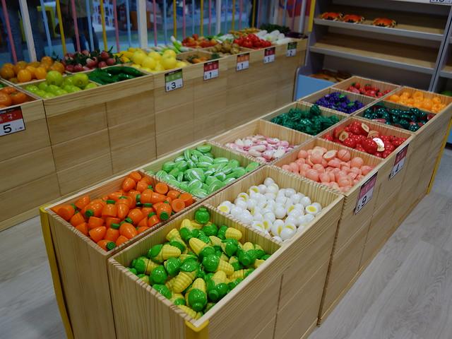 蔬果肉品很多樣化,非常繽紛@遊戲愛樂園大直ATT店水果公園