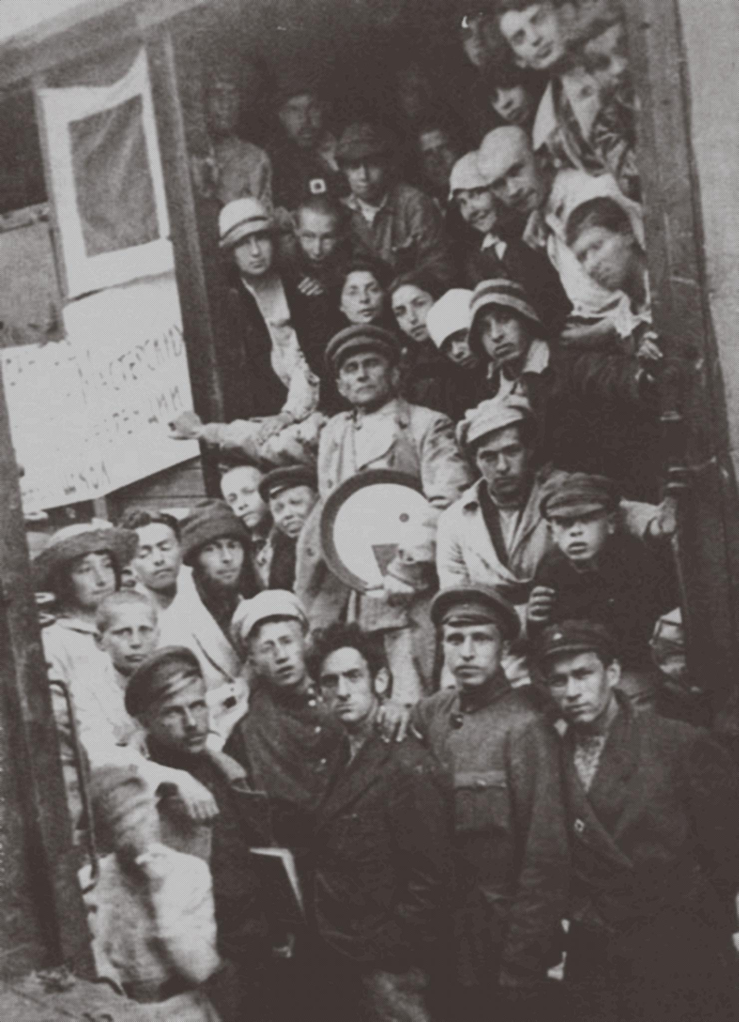 Группа УНОВИС («Утвердители нового искусства») в Витебске, 5 июня