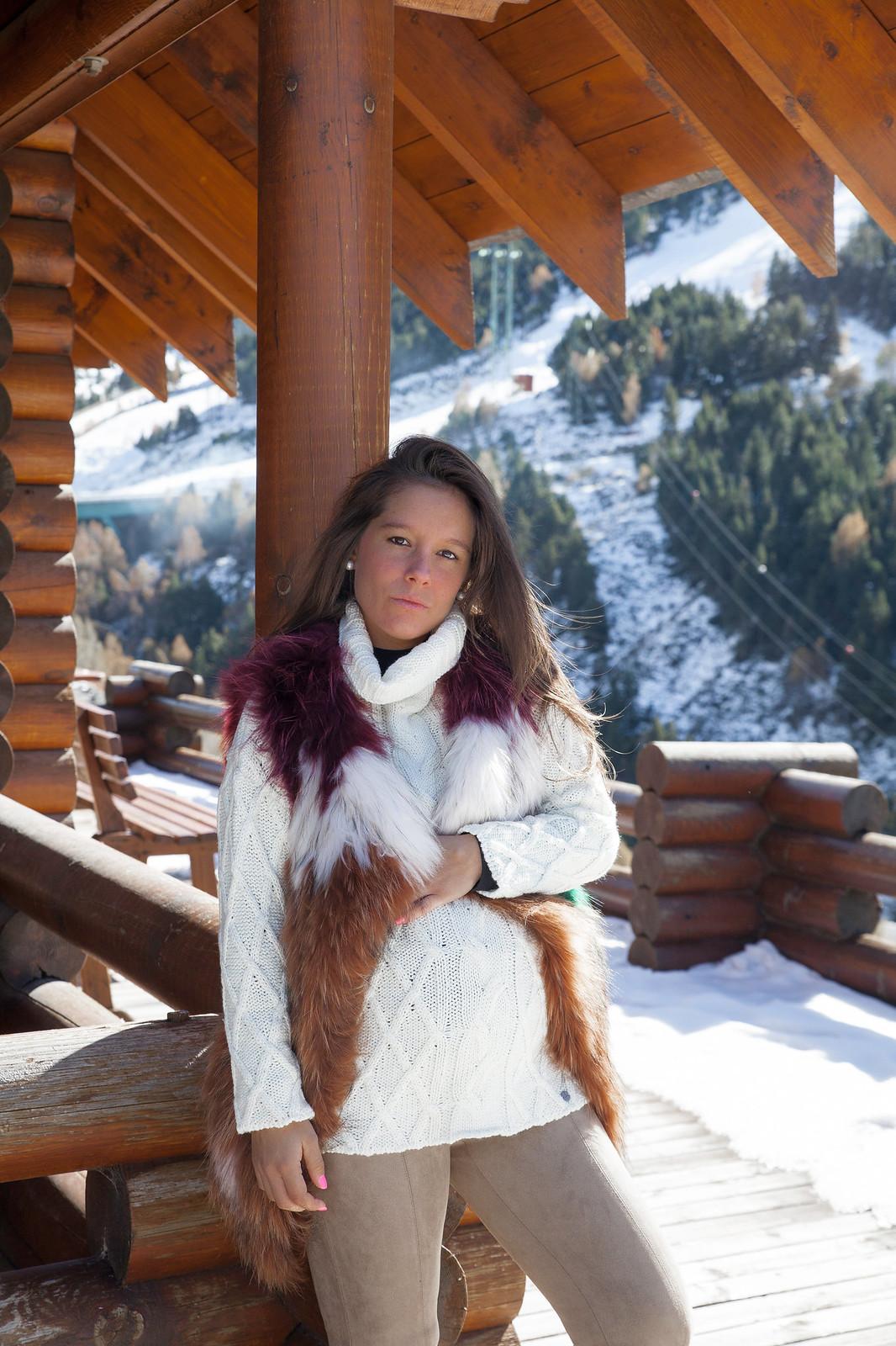 09_5_claves_para_un_look_apres_ski_tendencia_invierno_outfit_embarazada_comodo_nieve_theguestgirl_laura_santolaria_ruga_hpreppy_faux_fur_colores