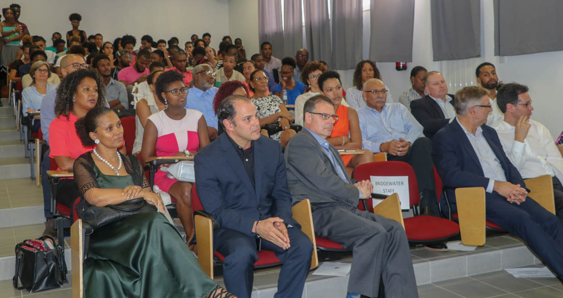 O papel da cooperação no desenvolvimento de uma educação sustentável em Cabo Verde