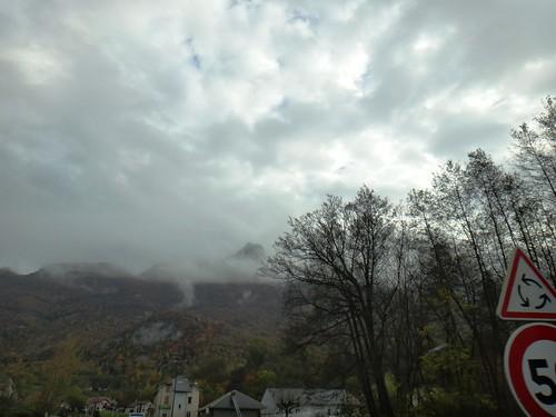 Горный пейзаж в тумане