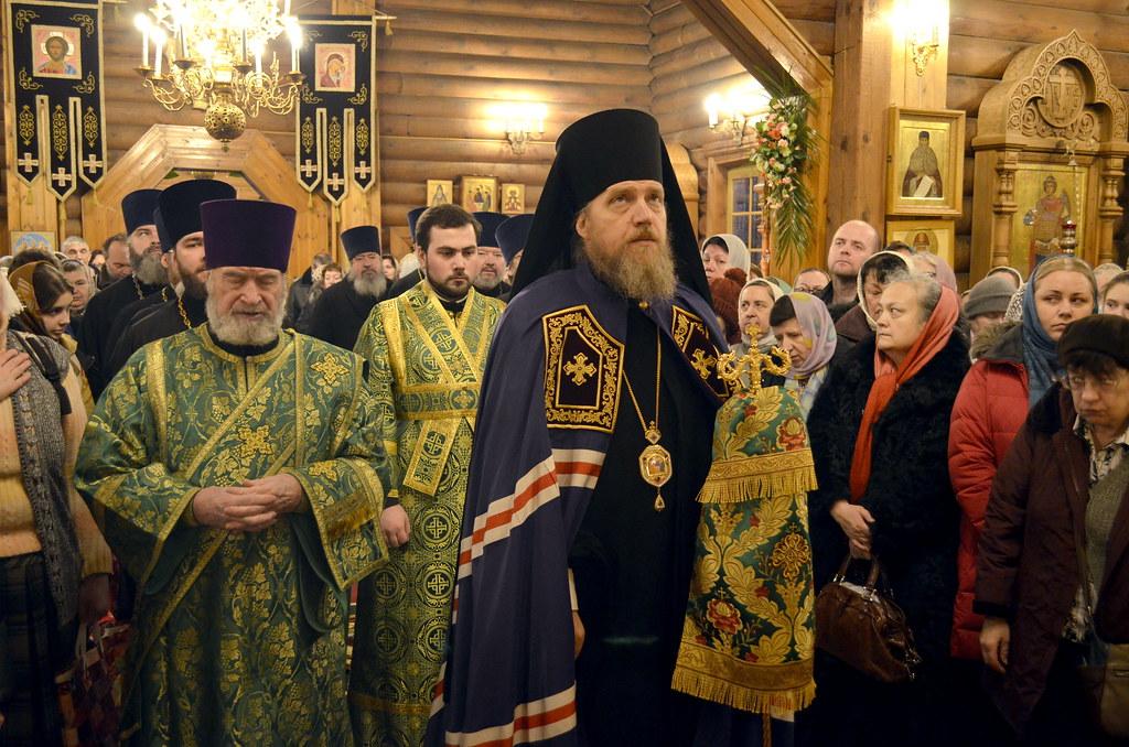 Епископ Домодедовский Иоанн возглавил богослужение в храме св. прав. Иоанна Кронштадтского в Жулебине