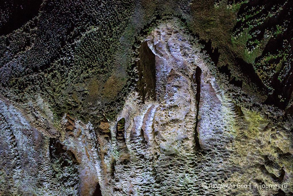 красота в Мраморной пещере в Крыму