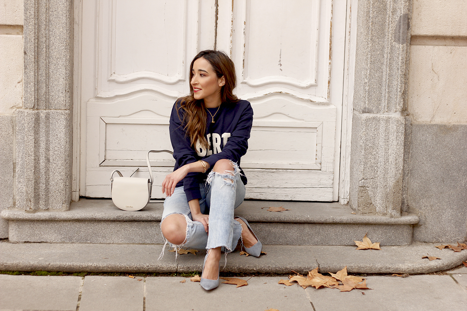 Sweatshirt ripped jeans clavin klein white bag high heels street style outfit 20196