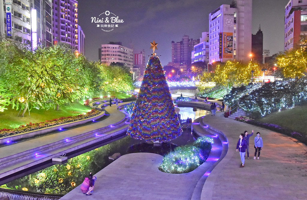 31263883697 6612d75477 b - 2018年台中聖誕節光景藝術 水中耶誕樹