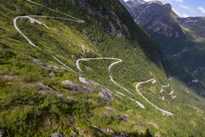 Norja Norge Norway serpentiinitie Myrkdalen Vossestrand vuoristo laakso