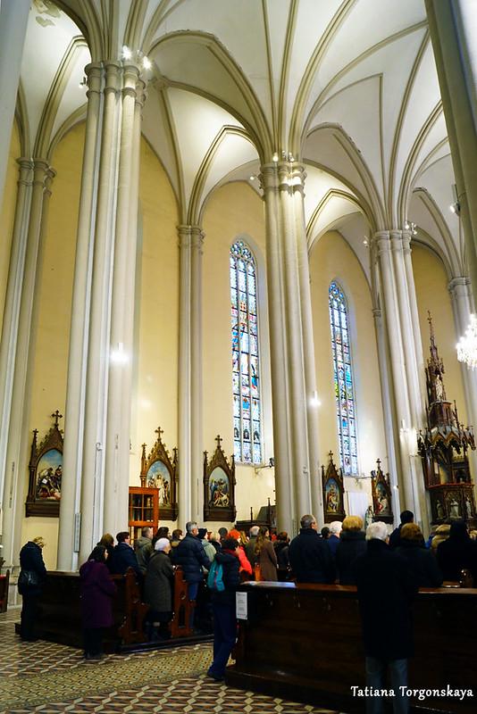 Внутреннее оформление церкви Девы Марии