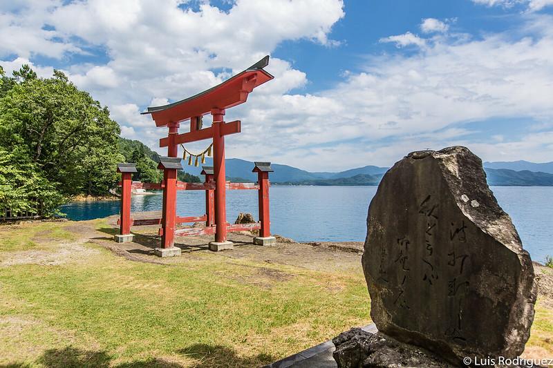 Torii del santuario Gozan no Ishi Tazawako-59