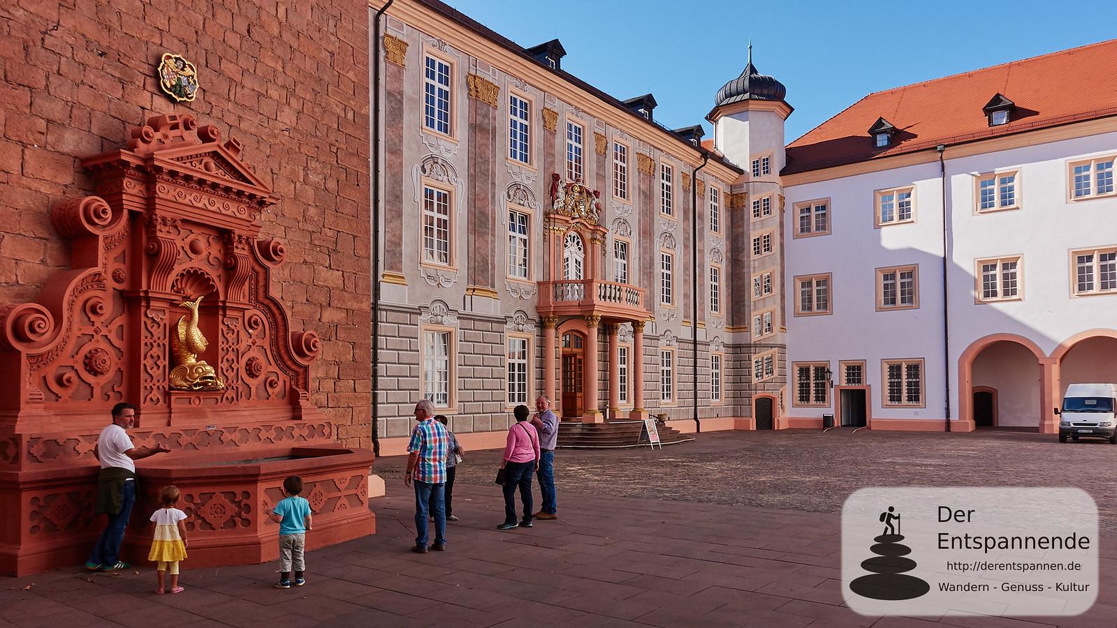 Schloss Ettlingen mit Delphinbrunnen